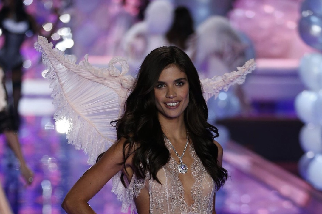 celebrities Sara Sampaio, a Victoria's Secret angel who has trichotillomania